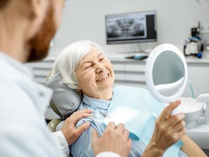 ¿Cómo mantener los implantes dentales cuidados?