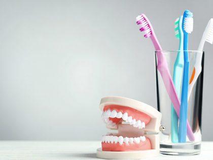 ¿Cómo limpiar prótesis dentales? Todo lo que debes saber