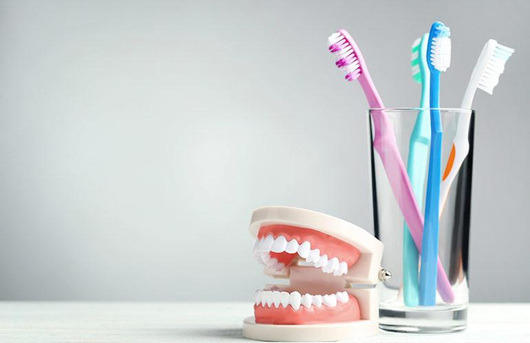 limpiar-protesis-dentales