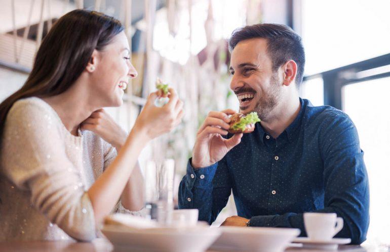 Cuida tu boca controlando lo que comes